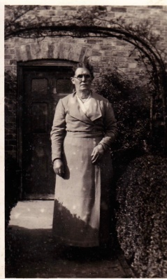 Selina Hewson, Joe Hewson's mother
